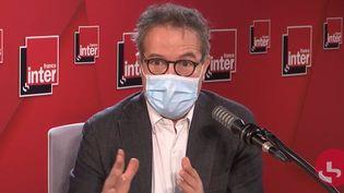 Le directeur général de l'Assistance publique - Hôpitaux de Paris (AP-HP), Martin Hirsch, sur France Inter le 9 novembre 2020. (FRANCEINTER / RADIOFRANCE)