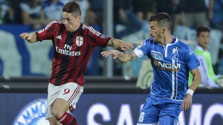 Fernando Torres avec son nouveau maillot du Milan AC (ANDREAS SOLARO / AFP)