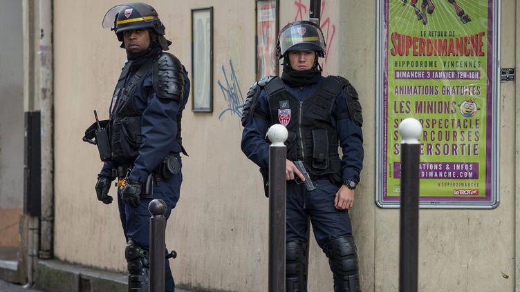 """(Avec la réforme de la procédure pénale, les policiers face à un individu qui vient de tuer mais qui ne le visent pas seront considérés """"en état de légitime défense""""  © MaxPPP)"""