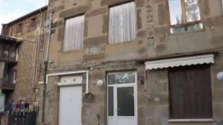 La question des copropriétés dégradées est aujourd'hui centrale en France. Au moins deux millions de logements seraient insalubres ou précaires. Pour beaucoup de propriétaires, la situation est compliquée. (France 2)