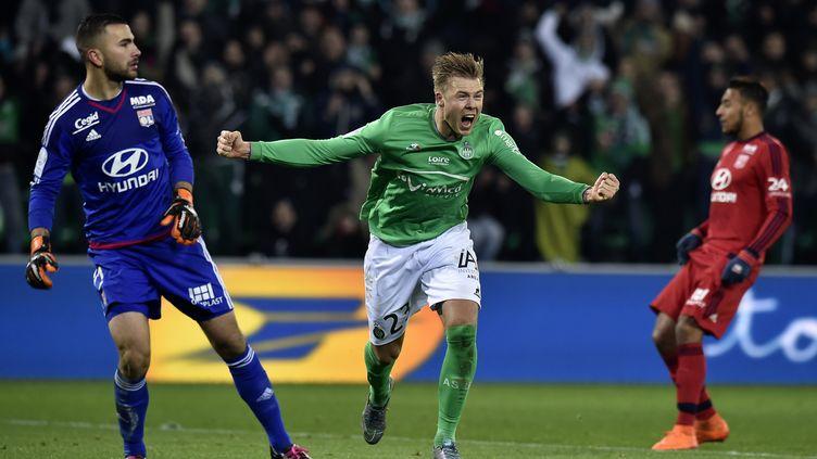 La joie de l'attaquant stéphanois Alexander Soderlund, buteur lors du derby contre Lyon, le 17 janvier 2016. (JEFF PACHOUD / AFP)