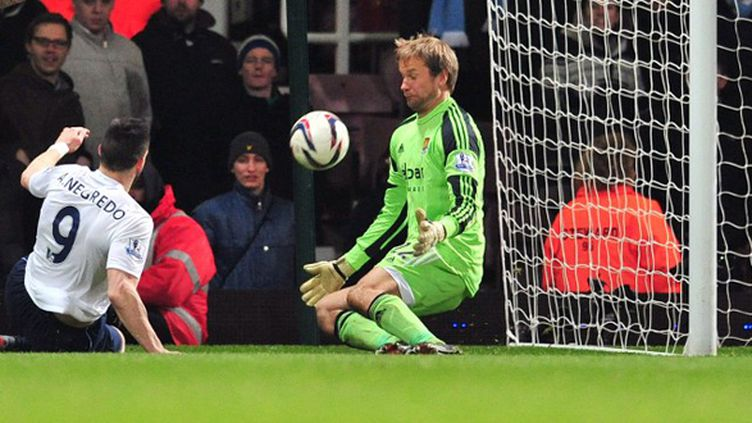 Alvaro Negredo (Manchester City) double buteur face à West Ham (GLYN KIRK / AFP)