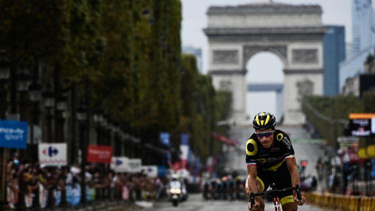 Sylvain Chavanel, sur les Champs-Elysées lors de la dernière étape du Tour de France 2018, dimanche 29 juillet (PHILIPPE LOPEZ / AFP)