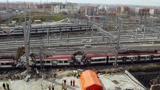Les wagons eventrés par les explosions en gare d'Atocha, le 11 mars 2004. (CHRISTOPHE SIMON / AFP)
