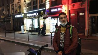 Abderrhamane, livreur Uber Eats à Paris, 30 novembre 2020. (Joachim Dauphin)