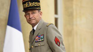 Le général Pierre de Villiers, le 27juillet 2016, sur le perron de l'Elysée, à Paris. (BERTRAND GUAY / AFP)
