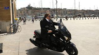 """Gérard Depardieu à son arrivée ce lundi 31 août sur le tournage de """"Marseille"""".  (Laurenson / Photopqr / La Provence)"""