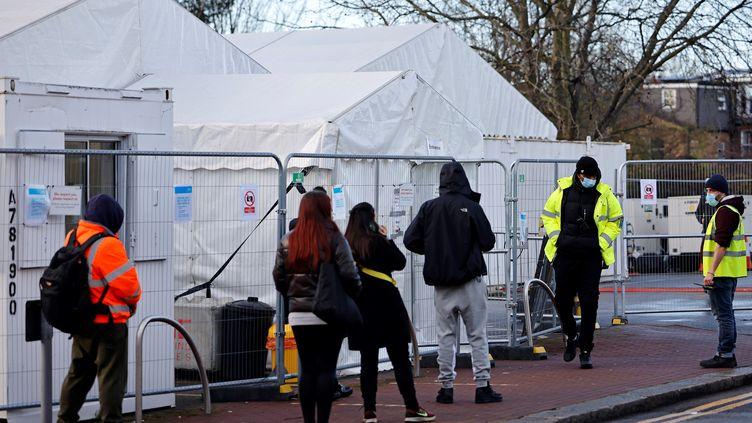 Covid-19 : quelle est la situation au Royaume-Uni, qui termine l'année 2020  sous haute surveillance sanitaire ?