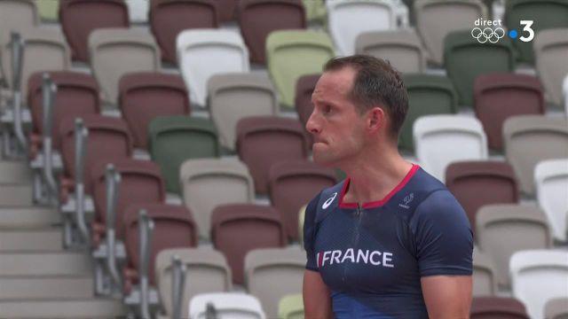 Renaud Lavillenie passe 5,75 m dès son premier essai ! Une barre effacée qui le place en bonne position en vue d'une qualification pour la finale.