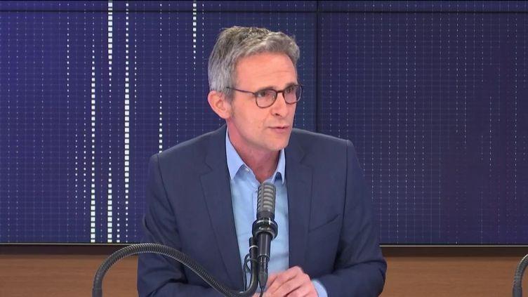 """Stéphane Troussel,président PS du Conseil départemental de Seine-Saint-Denis, était l'invité du """"8h30 franceinfo"""", jeudi 1er avril 2021. (FRANCEINFO / RADIOFRANCE)"""