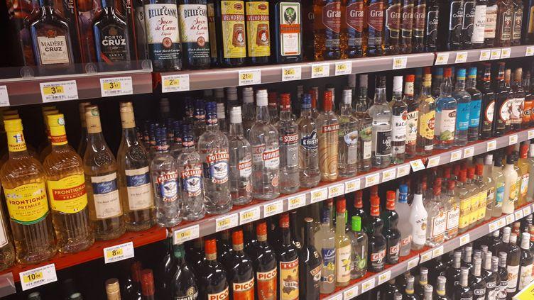 Unrayon d'alcool dans une supérette de Brest (illustration). (NOLWENN QUIOC / RADIO FRANCE)