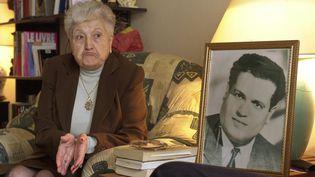 Malika Boumendjael, veuve de l'avocat algérien Ali Boumendjael (en photo), à Puteaux (Hauts-de-Seine), le 5 mai 2001. (ERIC FEFERBERG / AFP)