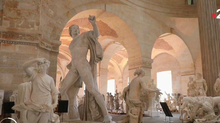 La réserve de sculptures du Château de Versailles. (France 2)