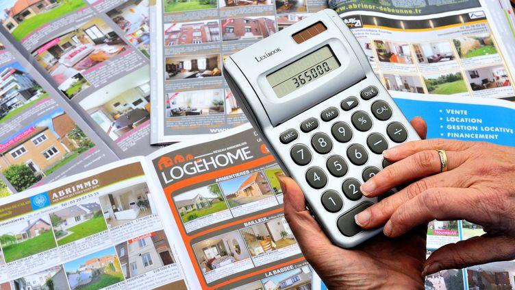 Les taux des crédits immobiliers aux particuliers étaient en recul continu depuis janvier 2012 où ils s'établissaient alors à 4% en moyenne. (PHILIPPE HUGUEN / AFP)