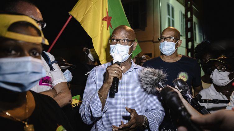 Le député de Guyane Gabriel Serville lors d'une réunion publique à Cayenne, le 22 juillet 2020. (JODY AMIET / AFP)