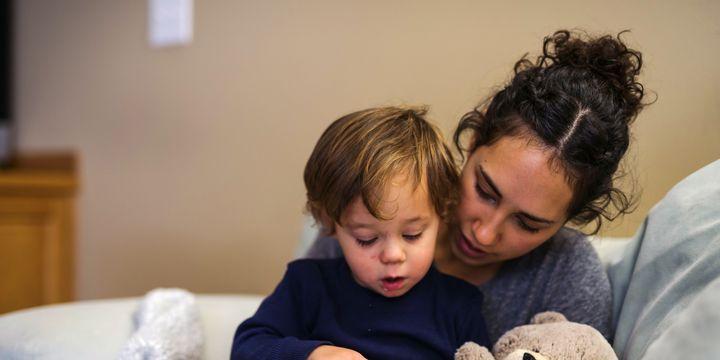"""""""La lecture avec les enfants est un moment privilégié irremplaçable, qui ne peut avoir lieu qu'autour de l'objet livre"""", Thierry Magnier  (FatCamera / Getty Images)"""