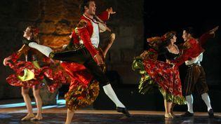 Interprétation du ballet du Bolero de Maurice Ravel, le 17 juin 2012 à Carthage, en Tunisie.  (FETHI BELAID / AFP)
