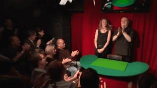 Magie : Le Double Fond, un café-théâtre repère de magiciens (France 3)