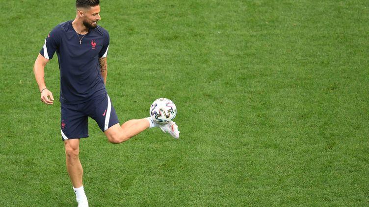 L'internationalfrançais Olivier Giroud va signer avec l'AC Milan. (DANIEL MIHAILESCU / AFP)