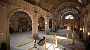 L'ancien palais de justice de Paris en plein travaux, le 13 mars 2020, pour accueillir la cour d'assises spéciale pour le procès des attentats du 13-Novembre 2015. (THOMAS SAMSON / AFP)