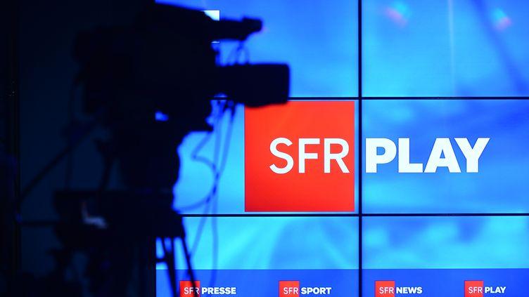 """Présentation de l'offre""""SFR Play"""", le 27 avril 2016. (ERIC PIERMONT / AFP)"""