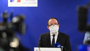 Le procureur Philippe Astruc s'exprime lors d'une conférence de presse à Rennes (Ille-et-Vilaine), le 20 mars 2021. (DAMIEN MEYER / AFP)