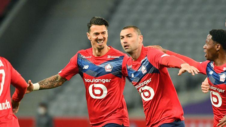Le Lillois Burak Yilmaz, premier buteur du match entre le LOSC et l'OGCN (DENIS CHARLET / AFP)