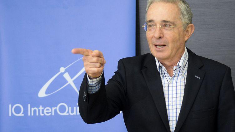 L'ancien présidentcolombien Alvaro Uribe lors d'une conférence de presse à Medellin (Colombie), le 21 février 2017. (RAUL ARBOLEDA / AFP)