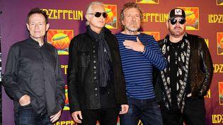 """Led Zeppelin en 2012 lors de la commercialisation du DVD et de l'album du concert """"Celebration Day"""" capté en 2007 au O2 Arena de Londres. De gauche à droite : John Paul Jones, Jimmy Page, Robert Plant et Jason Bonham. (EVAN AGOSTINI / AP/ SIPA)"""