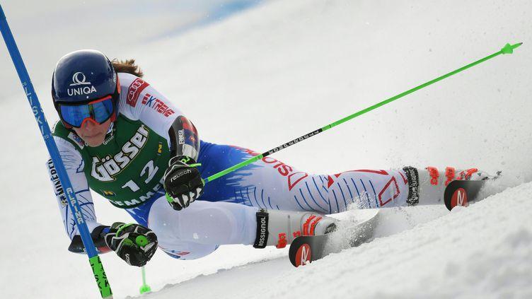Petra Vlhova remporte le premier géant de sa carrière (ROLAND SCHLAGER / APA)