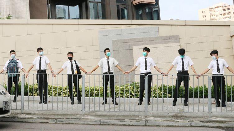 """Des adolescents forment une """"chaine humaine"""" à Hong Kong, le 9 septembre 2019. (KOKI KATAOKA / YOMIURI)"""