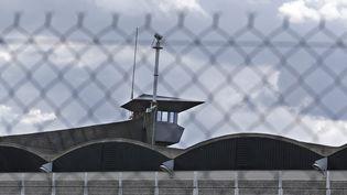 Vue extérieure d'un visiteur de la prison de Fleury-Merogis, au sud de Paris (Photo d'illustration). (YOAN VALAT / EPA)