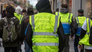 """Des """"gilets jaunes"""" manifestent à Toulouse, le 27 avril 2019. (FREDERIC SCHEIBER / HANS LUCAS / AFP)"""