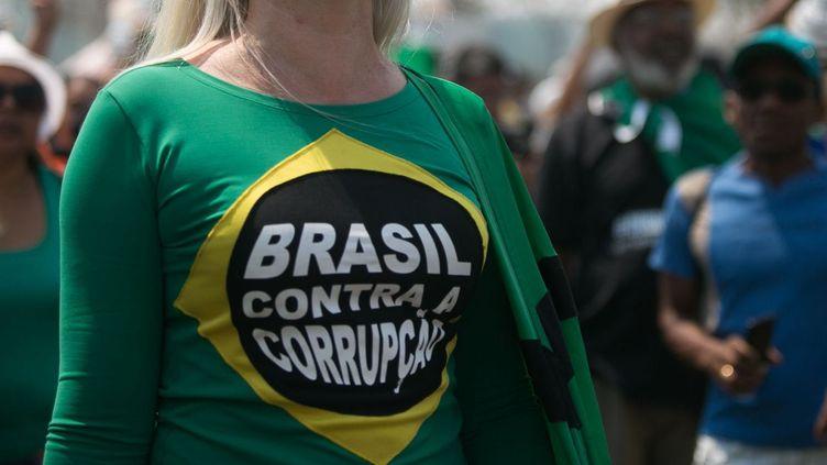 Le Brésil contre la corruption. Manifestation à Brasilia, le 7 septembre 2015. (AFP/Andressa Anholete)