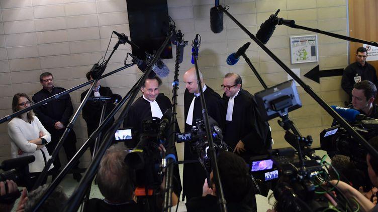 Les avocats de Laura Smet, Pierre-Olivier Sur, Emmanuel Ravanas et Hervé Temime, le 15 mars 2018 autribunal de grande instance de Nanterre (Hauts-de-Seine). (GERARD JULIEN / AFP)