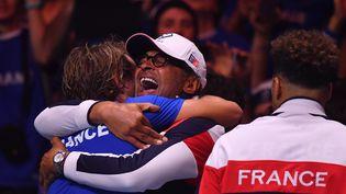 La joie française après la victoire face à la Belgique en finale de la Coupe Davis, le 26 novembre 2017 à Lille. (PHILIPPE HUGUEN / AFP)