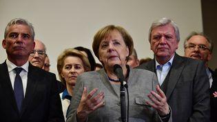 La chancelière allemande Angela Merkel s'exprime après l'échec des négociations gouvernementales, dimanche 19 novembre 2017, à Berlin (Allemagne). (TOBIAS SCHWARZ / AFP)