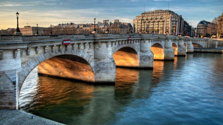 La Seine, Le Pont-Neuf et La Samaritaine en mars 2011. (ROMAIN VILLA PHOTOGRAPHE / MOMENT OPEN / GETTY IMAGES)