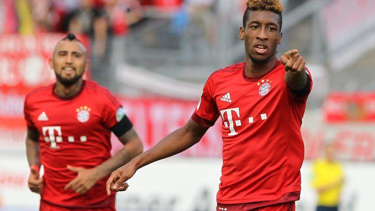 Kingsley Coman et Arturo Vidal (Bayern Munich) (DANIEL ROLAND / AFP)