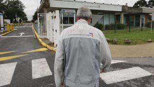 Un salarié de l'usine PSA d'Aulnay-sous-Bois, le 13 juillet 2012. (THOMAS SAMSON / AFP)
