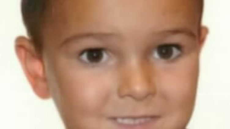 Photo non datée et diffusée 29 août 2014 par la police britannique de l'enfant malade enlevé par ses parents. Il est activement recherché en France où la famille est arrivée le 28 août. (HAMPSHIRE POLICE / AFP)
