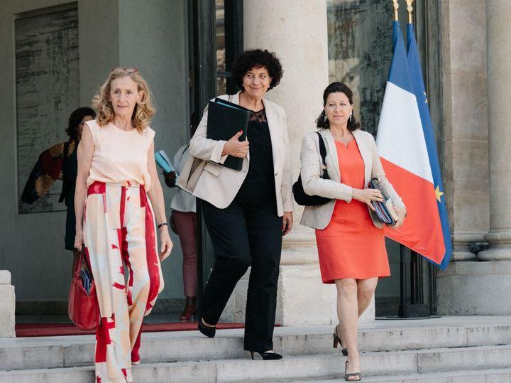 De gauche à droite : Nicole Belloubet, Frédérique Vidal et Agnès Buzyn, les trois ministres en charge du projet de loi bioéthique, le 24 juillet 2019 sur le perron de l'Elysée (BENOIT DURAND / HANS LUCAS)