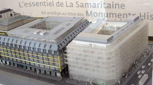 Un modèle du projet de rénovation de la Samaritaine est présenté à Paris, le 9 avril 2014. (PIERRE ANDRIEU / AFP)