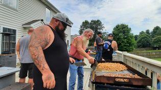 Un barbecue de motards-vétérans en Virginie, septembre 2021. (BENJAMIN ILLY / RADIO FRANCE)