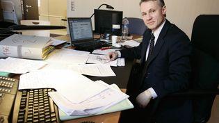 Le juge Jean-François Ricard dans son bureau à Paris, le 17 mars 2006. (PASCAL PAVANI / AFP)