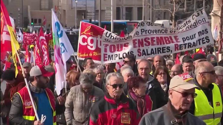 Mobilisation contre la réforme des retraites : un cortège moins fourni à Marseille (FRANCE 2)