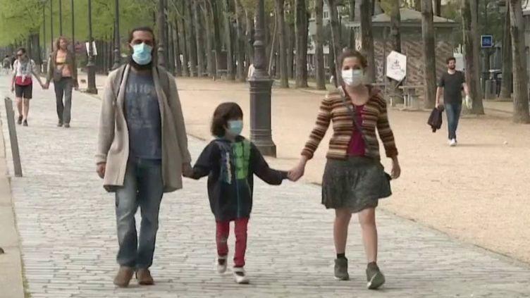 Coronavirus : le port du masque en extérieur en passe de devenir obligatoire à Paris (FRANCE 2)