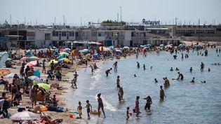 Des médiateurs vont être présents sur l'ensemble du littoral de Marseille, ainsi que dans des zones de forte affluence pour sensibiliser fortement sur le port du masque. (CLEMENT MAHOUDEAU / AFP)