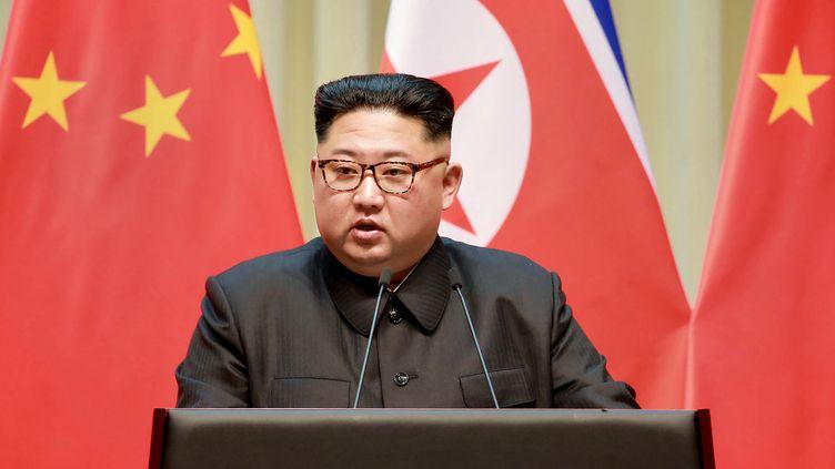 Photo de Kim Jong Un prise lors de sa visite à Dailan en Chine,le 7 mai 2018. (KCNA VIA KNS / AFP)