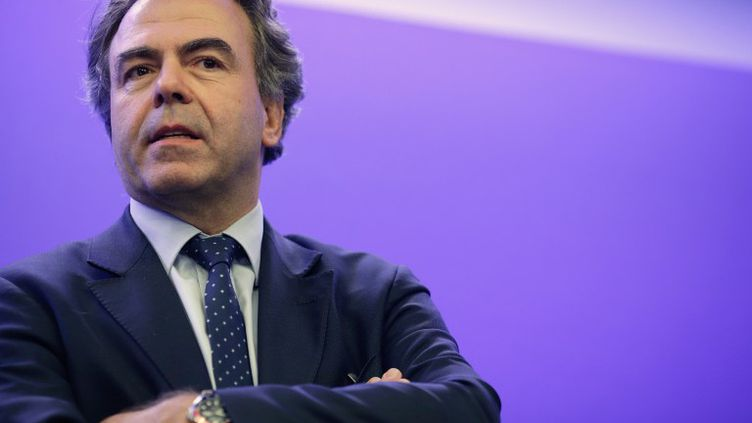 Le secrétaire général de l'UMP par intérim, Luc Chatel, lors d'une conférence de presse, le 8 juillet 2014, à Paris. (KENZO TRIBOUILLARD / AFP)
